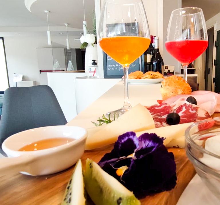 aperitivo-ristorante-frumentum-vacanze-in-umbria-perugia-hotel-le-grazie-assisi1