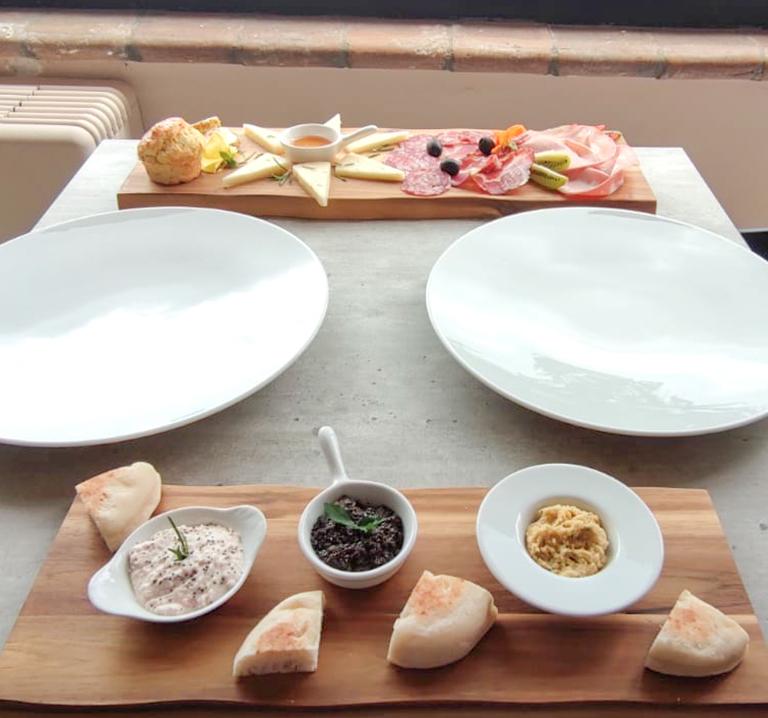 aperitivo-ristorante-frumentum-vacanze-in-umbria-perugia-hotel-le-grazie-assisi2